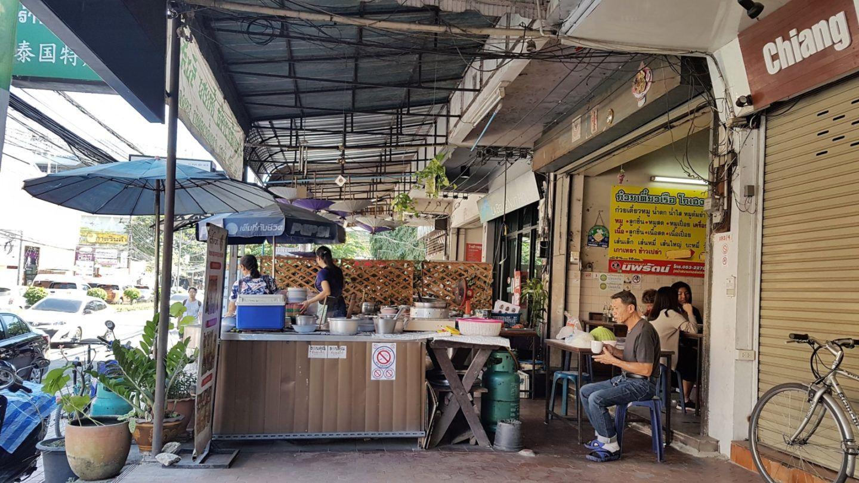 Gastronomadistas | Comedor local de boat noodles (o tallarines del barco) en Chiang Mai.