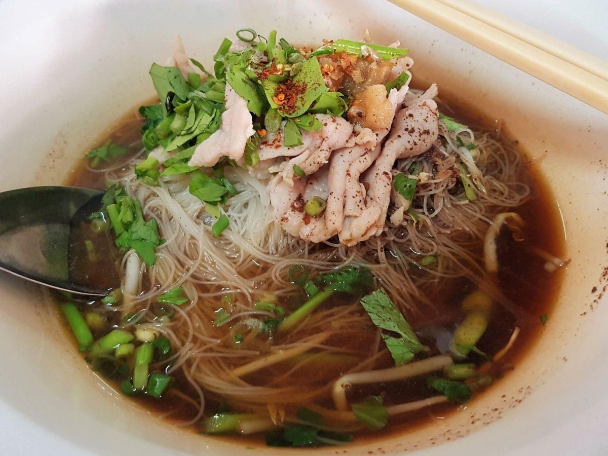Gastronomadistas | Tallarines del barco o boat noodles, llevan un chorro de sangre fresca