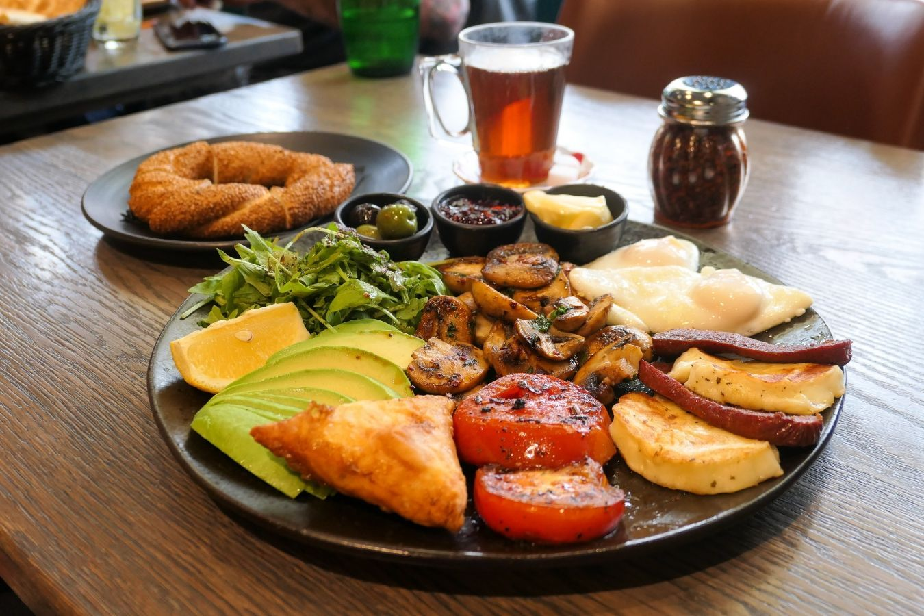 Te aseguro que nunca volverás a mirar al kebab de la misma forma después de probarlo en uno de estos restaurantes turcos de Londres | Gastronomadistas